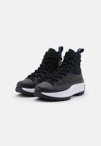 Converse - RUN STAR HIKE PLATFORM DIGITAL EXPLORER - Zapatillas altas - black/white - 4
