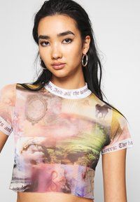 Jaded London - WITH CONTRAST FONT SCENIC PRINT - T-shirts med print - multi - 3