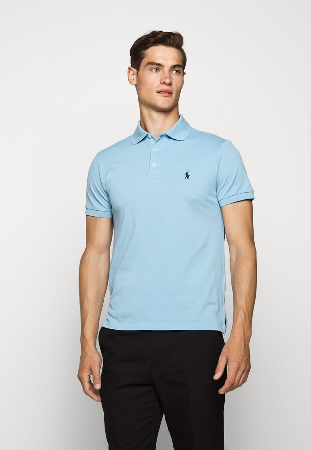 SLIM FIT MODEL - Polo - powder blue