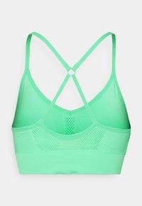 Nike Performance - INDY SEAMLESS BRA - Light support sports bra - green glow - 6