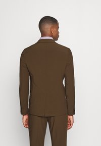 Isaac Dewhirst - THE RELAXED SUIT  - Suit - brown - 3