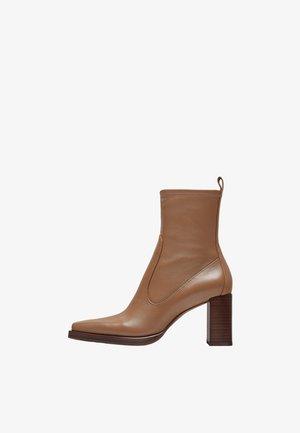 Kotníkové boty - nude