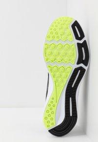 Nike Performance - DOWNSHIFTER  - Zapatillas de running estables - black/white/particle grey/dark smoke grey/ghost green/sapphire - 4