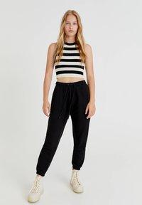 PULL&BEAR - Pantaloni sportivi - black - 1