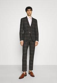 Limehaus - Kostym - brown - 0