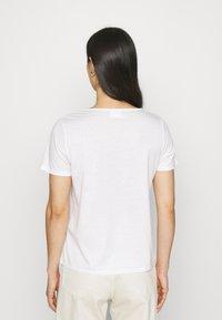 Vila - VILINNEA FLOWER - Print T-shirt - cloud dancer - 2