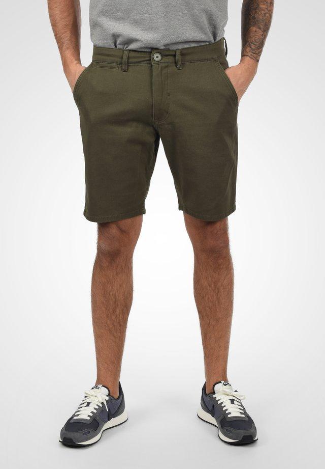 PIERRE - Shorts - dusty green