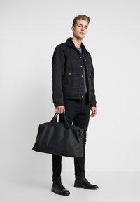 Pier One - UNISEX - Weekend bag - black - 1