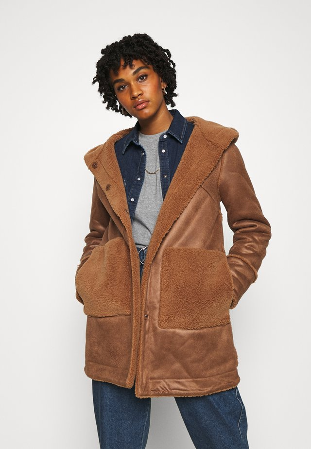 YASSERA REVERSIBLE COAT  - Cappotto classico - tawny brown