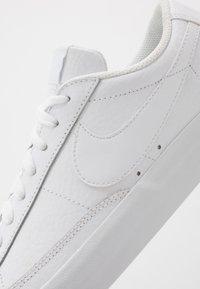 Nike Sportswear - BLAZER UNISEX - Tenisky - white - 7
