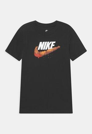 NSW TEE TAKEDOWN UNISEX - T-shirt imprimé - black