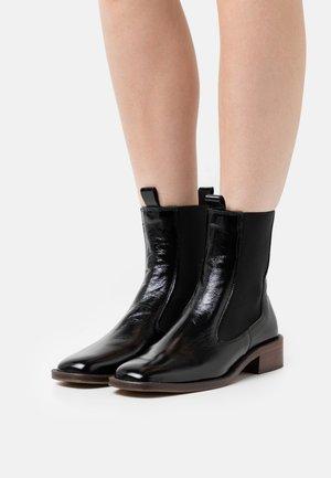 BOLIVIA - Kotníkové boty - brillant noir