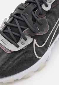 Nike Sportswear - REACT VISION 3M - Sneakers - anthracite/white/university red - 5