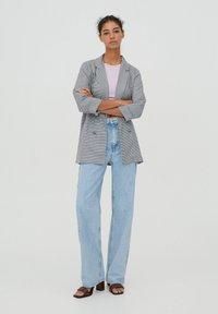 PULL&BEAR - MIT UMGESCHLAGENEN ÄRMELN - Short coat - grey - 1