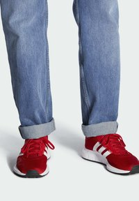 adidas Originals - SWIFT SPORTS STYLE SHOES - Sneakersy niskie - red - 0