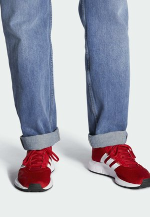 SWIFT SPORTS STYLE SHOES - Joggesko - red