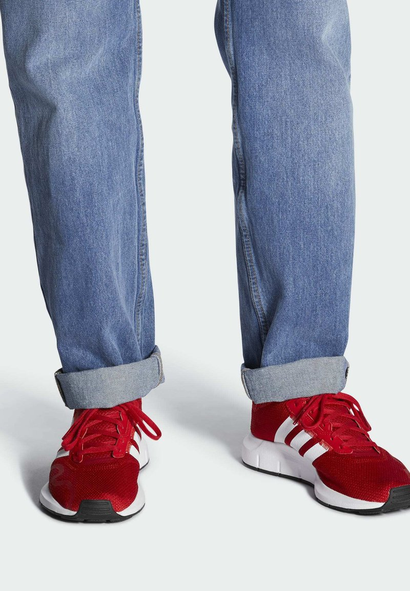adidas Originals - SWIFT SPORTS STYLE SHOES - Sneakersy niskie - red