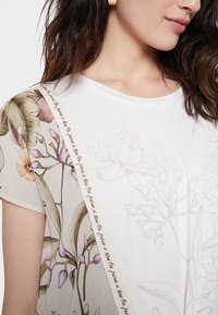 Desigual - EDIMBURGO - Print T-shirt - white - 3