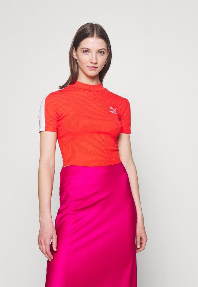 CLASSICS MOCK NECK - Jednoduché triko - poppy red