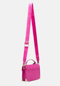 Pieces - PCABBELIN CROSS BODY - Handbag - hot pink/gold - 1