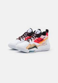 Jordan - ZOOM '92 - Sneakers hoog - white/black/siren red/university gold - 2