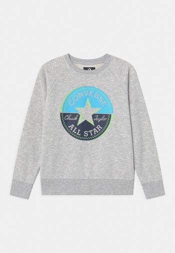 CHUCK PATCH CREWNECK - Sweatshirts - mottled grey