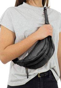 Gusti Leder - ACTON - Bum bag - black - 0