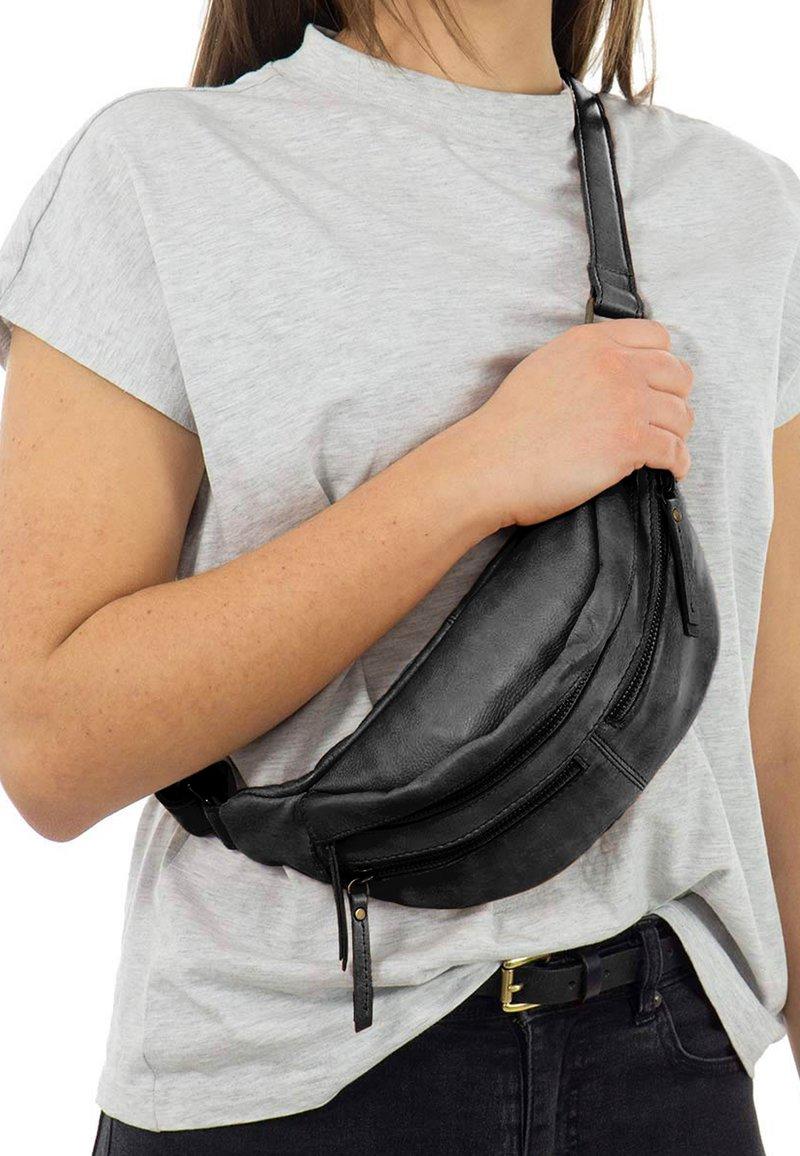 Gusti Leder - ACTON - Bum bag - black