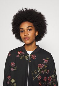 Vero Moda - VMGALLIE  - Bomber Jacket - black/gallie - 3