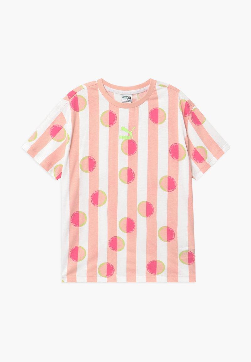 Puma - CLASSICS TEE - Print T-shirt - pink