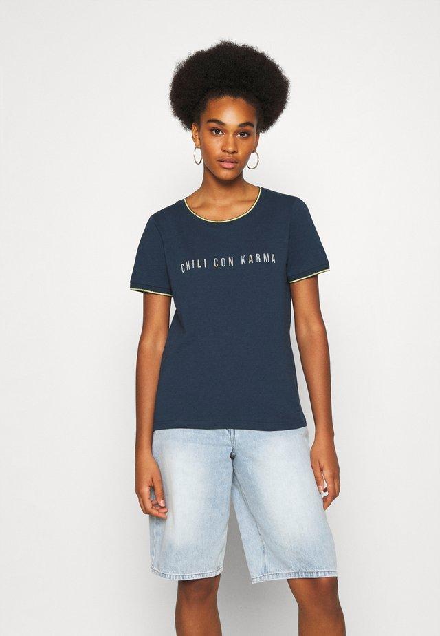 NUKERRY - T-shirt imprimé - moonlite