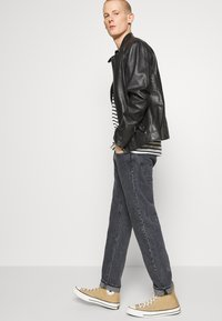 Levi's® - WELLTHREAD 502™ - Straight leg jeans - black denim - 4