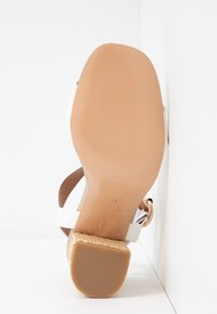 River Island - Højhælede sandaletter / Højhælede sandaler - white - 6