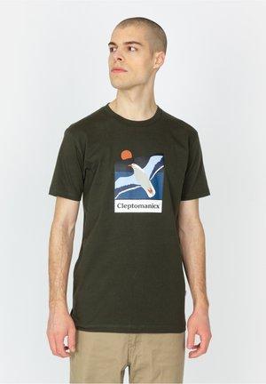SAVE THEM - Print T-shirt - scarab green