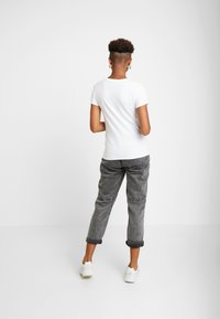 Hollister Co. - TECH CORE LOGO - Print T-shirt - white with shine - 2