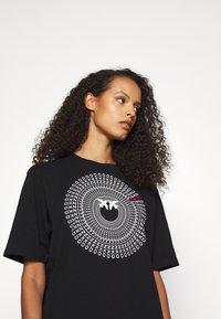 Pinko - ACQUALAGNA - T-shirt imprimé - black - 3