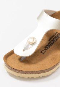 Birkenstock - GIZEH - Sandály s odděleným palcem - electric metallic copper - 2