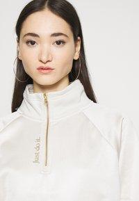 Nike Sportswear - Sweatshirt - orewood/oatmeal/metallic gold - 3