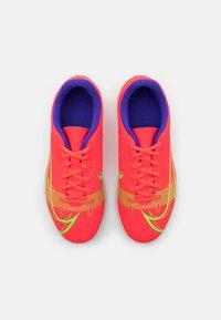 Nike Performance - JR MERCURIAL VAPOR 14 CLUB TF UNISEX - Kopačky na umělý trávník - bright crimson/metallic silver - 3