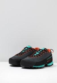 La Sportiva - TX4 WOMAN - Obuwie hikingowe - carbon/aqua - 2