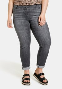 Samoon - BETTY - Relaxed fit jeans - black denim - 0