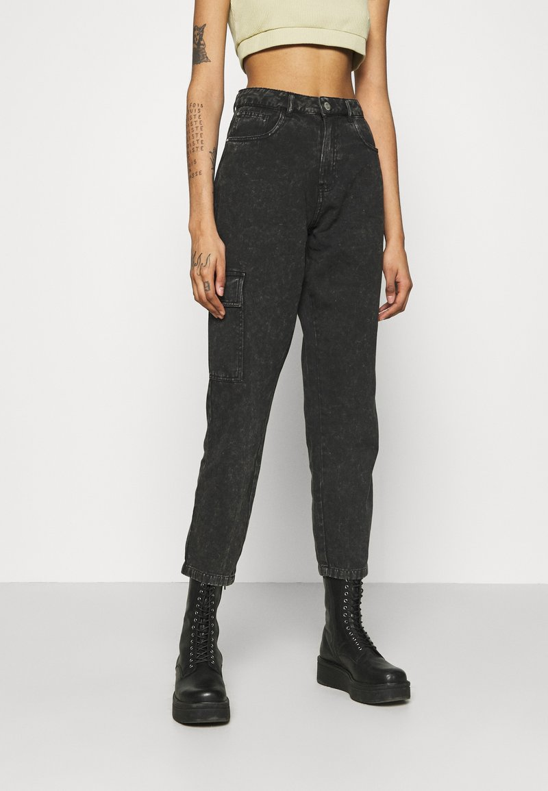 Noisy May - NMMABEL MOM POCKET ANKLE PANTS - Jeans baggy - black