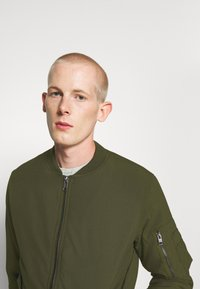 Jack & Jones - JJBILL JACKET - Bomber Jacket - forest night - 3