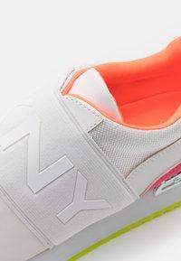 DKNY - MARLI - Mocassins - white/neon pink - 6