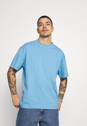 OVERSIZED - Basic T-shirt - blue medium