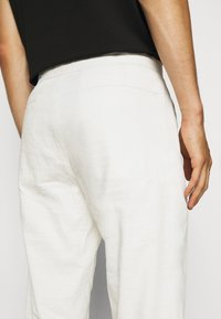 Theory - CURTIS CRUNCH - Trousers - balsa - 5