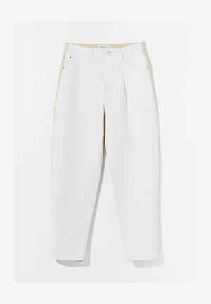 MIT KONTRASTEN  - Jeans Tapered Fit - stone