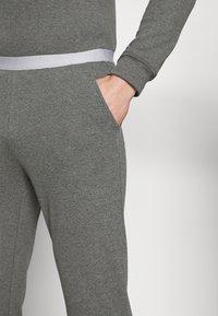 Pier One - LOUNGE HENLEY TROUSERS - Pyžamový spodní díl - mottled dark grey - 4