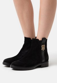 Tommy Hilfiger - INTERLOCK BOOT - Classic ankle boots - black - 0