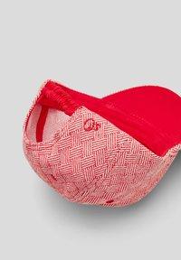 s.Oliver - Cap - red aop - 4